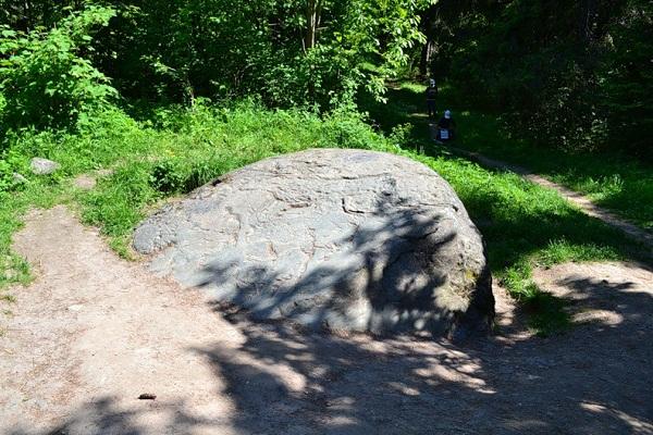 Следовой камень