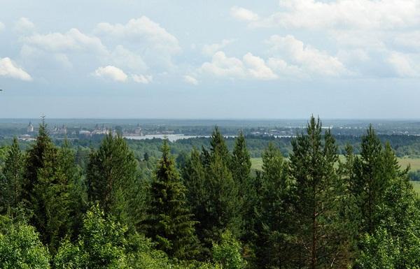 Вид с горы Мауры на город Кириллов