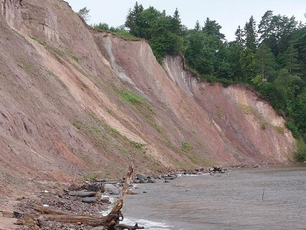 Гора Андома - геологический памятник федерального значения на побережье Онежского озера. Возникла в результате движения ледника на Большой Андомской возвышенности. К сожалению не вошла в состав национального парка.