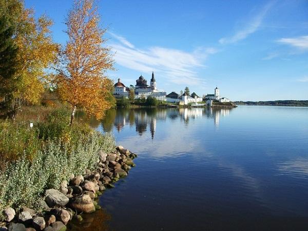 Осень. Вид на Горицкий монастырь