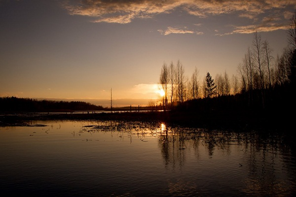 Закат на реке Юмпаш. Весна (Фото: В.Фокин)