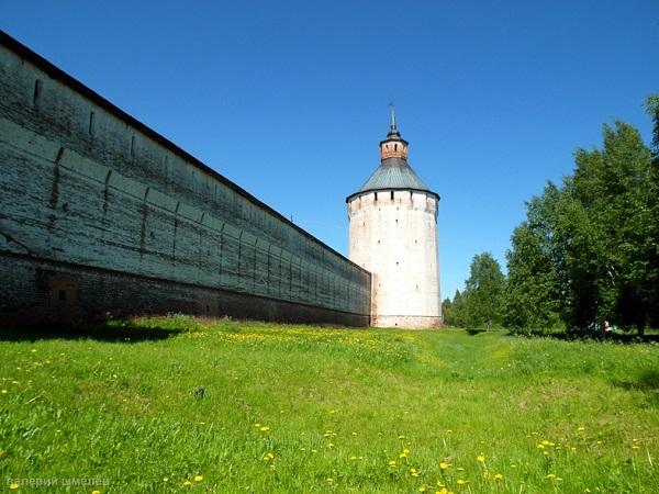 У стен Кирилло-Белозерского монастыря Фото: В. Шмелев