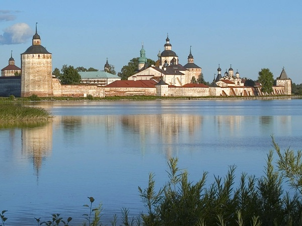 Город Кириллов на берегу Сиверского озера