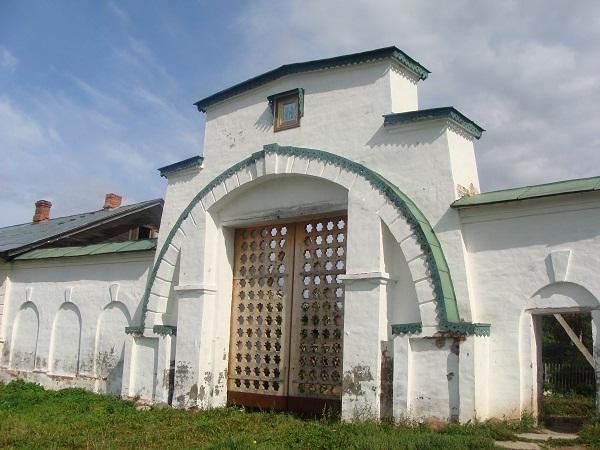 Святые монастырские врата